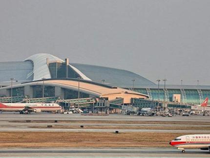 """白云机场新的""""双子航站楼"""":二号航站楼今年五一前投入使用"""
