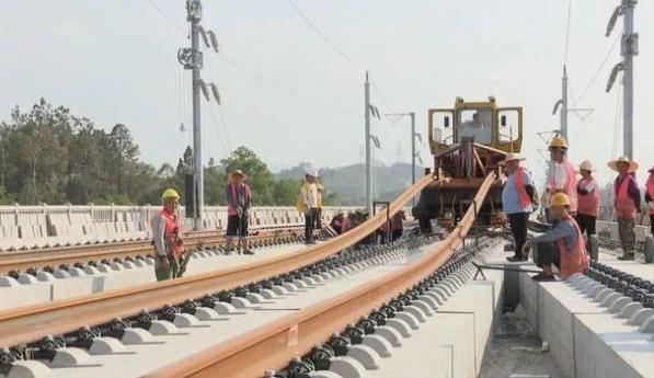 赣深高铁东莞段无砟轨道完工 6月完成广东段全线铺轨